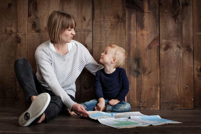 Pomysły na najlepsze zabawy z dzieckiem w domu