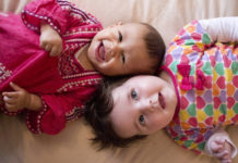 Bezpieczny sen noworodka – przydatne wskazówki