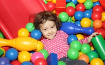 Suche baseny z piłeczkami - wyjątkowy plac zabaw w pokoju dziecka